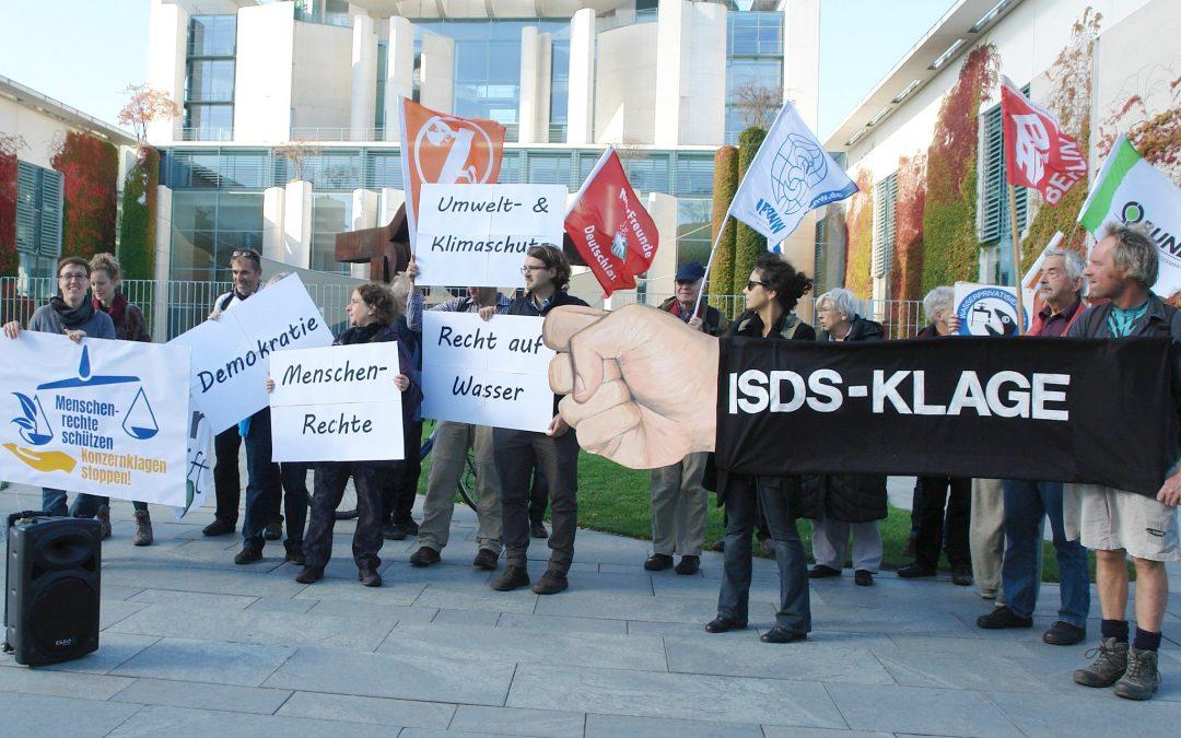 Gemeinsam gegen Sonderklagerechte für Konzerne – für Menschenrechte und Umweltschutz! Rückblick auf den Aktionstag am 12. Oktober 2019